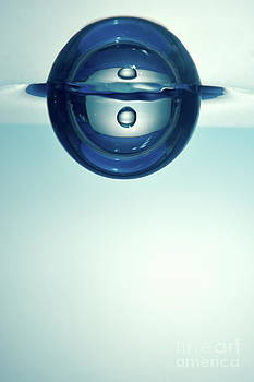Sami Sarkis - Droplet forming bubble underwater