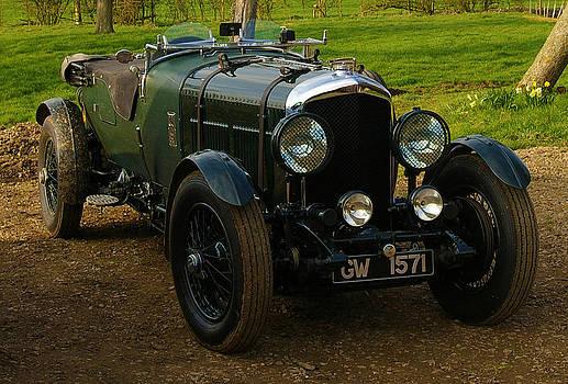 8 litre Bentley by Ian Flear