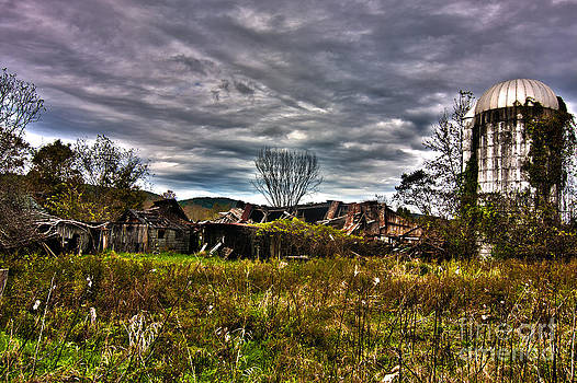 Abandoned farm and cilo in HDR by Robert Wirth
