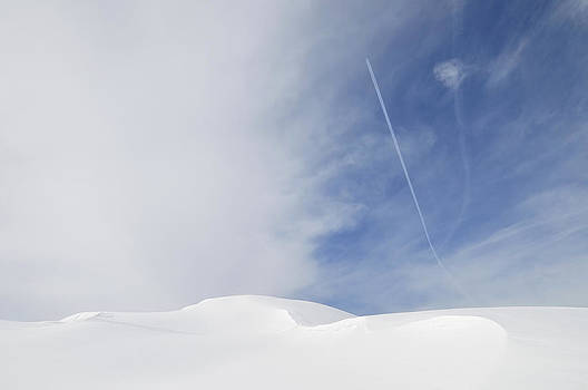 Abstract minimalist winter landscape - snow and blue sky by Matthias Hauser