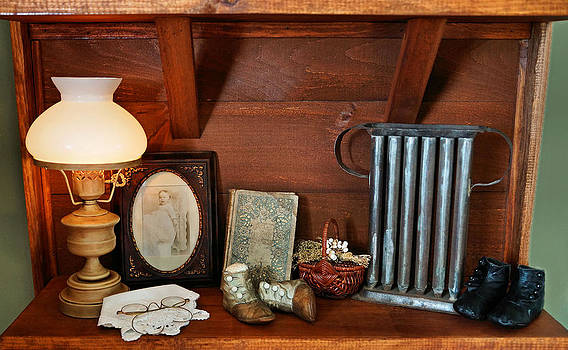Carmen Del Valle - Antique Collectables