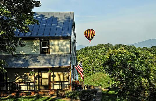 Lara Ellis - Balloon Country