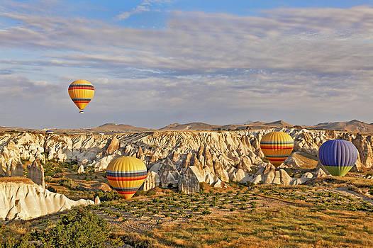 Kantilal Patel - Balloons drifting through Cappadocia gorge