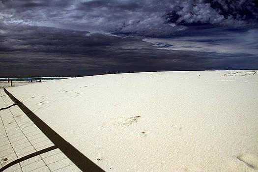 Noel Elliot - Beach People and Shadow