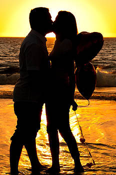 Beautiful young love couple  by Lucas Tatagiba
