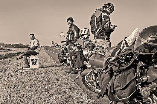 Kantilal Patel - Bikers rest 153Kms before Indore