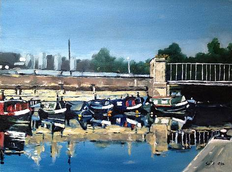 Boats of Regent's Canal  London UK by Victor SOTO