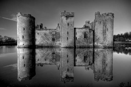 Bodiam Castle in Mono by Mark Leader