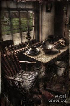 Yhun Suarez - Breakfast Table