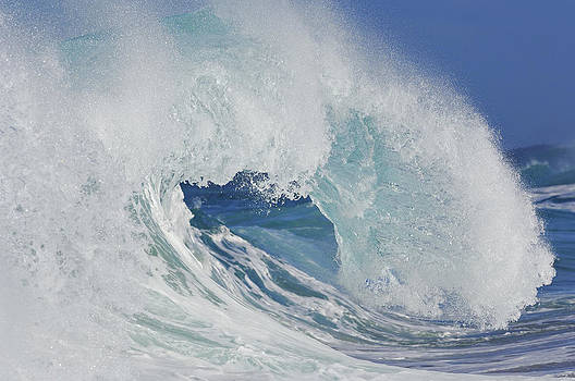 Breaking Wave, North Shore Oahu, Hawaii by Martin Ruegner