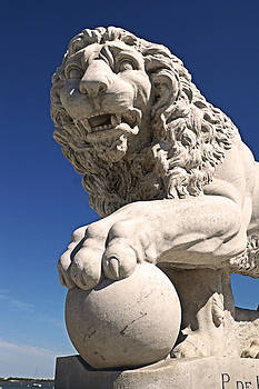 Carmen Del Valle - Bridge of Lions Statues