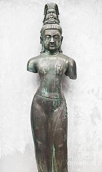 Buddha by Chavalit Kamolthamanon