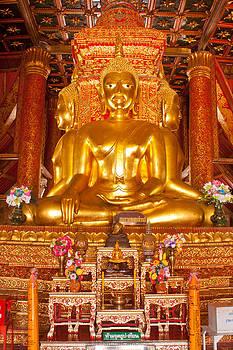 Buddha statue by Chaloemphan Prasomphet