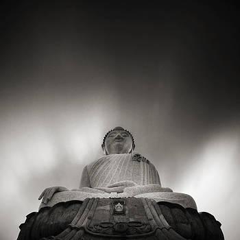 Buddha statue by Teerapat Pattanasoponpong