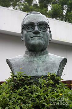 John  Mitchell - BUST OF ARCHBISHOP OSCAR ROMERO San Salvador