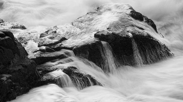 Bw Dawn Waves by Kam Chuen Dung