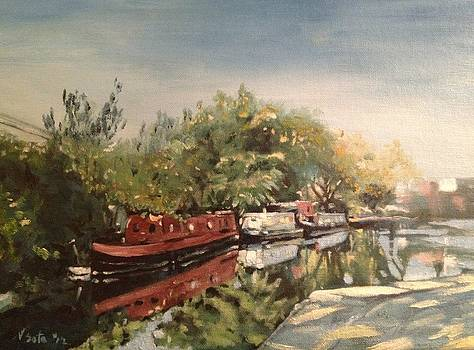 Canal Boats of Regents Canal London UK by Victor SOTO