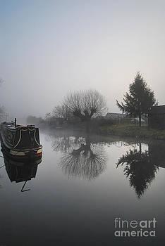 Yhun Suarez - Canal Reflections