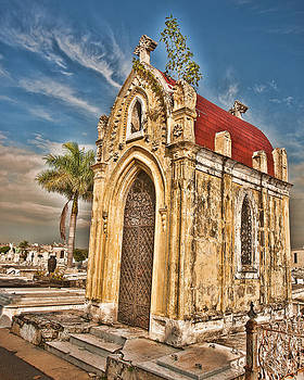 Cemeterio de Colon by Beverly Hanson