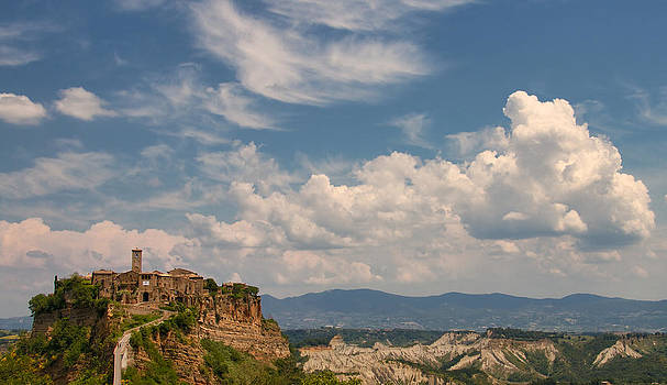 Civita di Bagnoregio by Daniel Sands