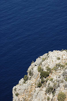 Cliff and deep blue water by Matthias Hauser