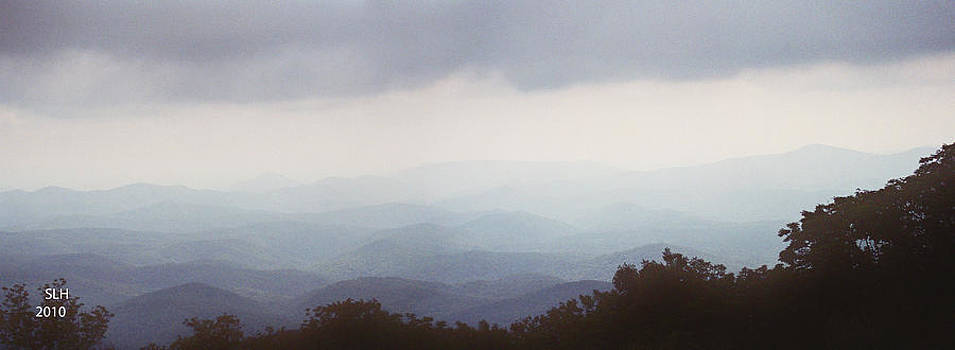 Clouds in the Mountains by Lee Hartsell