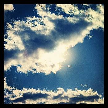 #clouds #sky #sun #iphone4 #iphoneonly by David Leandro