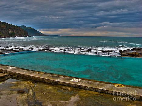 Coalcliff Ocean Pool by Joanne Kocwin