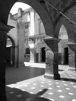 Colonial patio by Jesus Nicolas Castanon