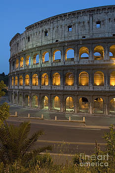 Colosseo by Alex Rowbotham