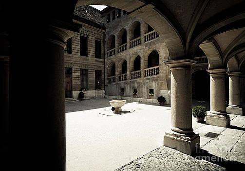 RicharD Murphy - Courtyard