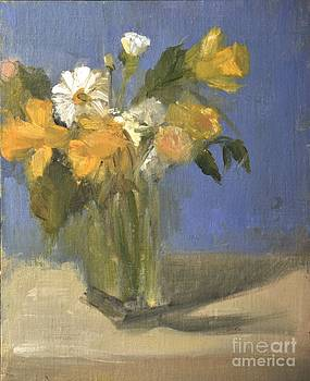 Daffodils and daisies in a glass vase by Joyce Colburn