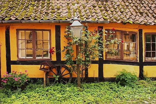 Danish cottage by Bernard MICHEL