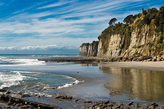 Deserted Beach by Graeme Knox
