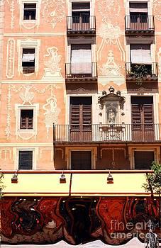 Sophie Vigneault - Downtown Barcelona