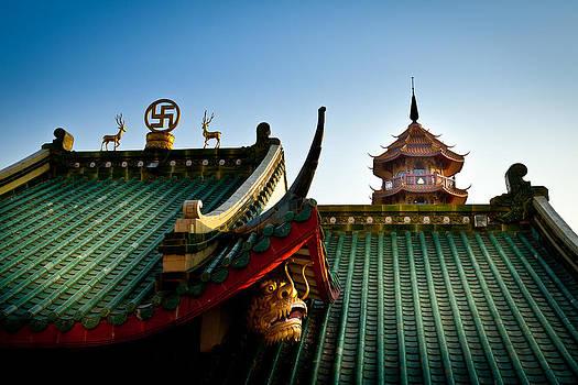Dragon Roof by Subpong Ittitanakul