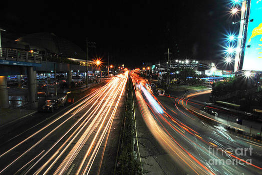 Yhun Suarez - EDSA Light Trails 1.0