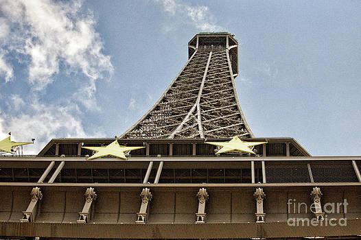 Chuck Kuhn - Eiffel UP