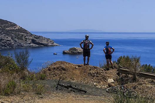 Enrico Pelos - ELBA ISLAND - MTB Bikers looking the far away island - ph Enrico Pelos