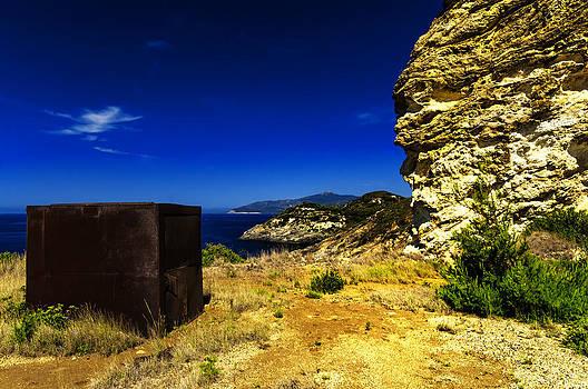 Enrico Pelos - ELBA ISLAND - Rusty iron cube landscape - ph Enrico Pelos