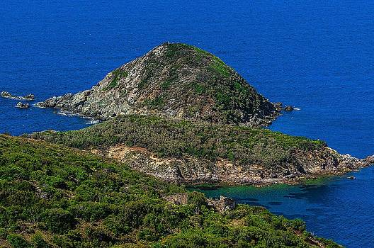 Enrico Pelos - ELBA ISLAND - Three islands with the ancient ruins - ph Enrico Pelos