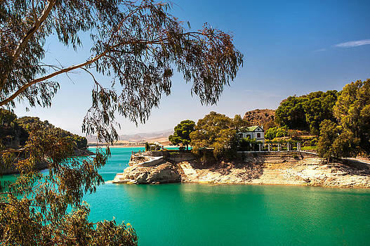 Jenny Rainbow - Emerald Lake with Duke House. El Chorro. Spain
