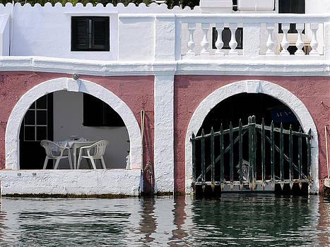 Pedro Cardona Llambias - enjoying the sea 1 - villa in Port Mahon where you can drink a coffee and see fish swimming around