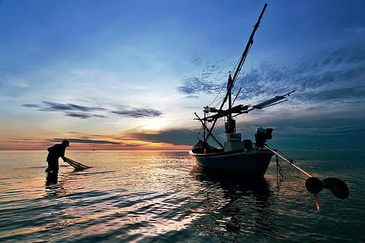 Fisherman Life Huahin Thailand by Arthit Somsakul