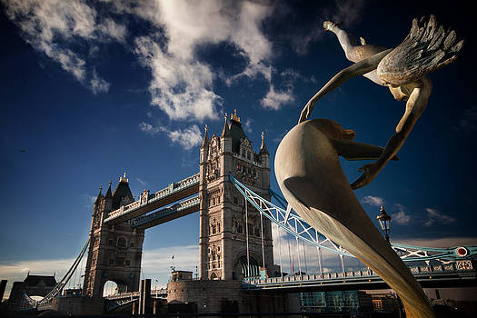 Flying over Tower Bridge by Franco Farina