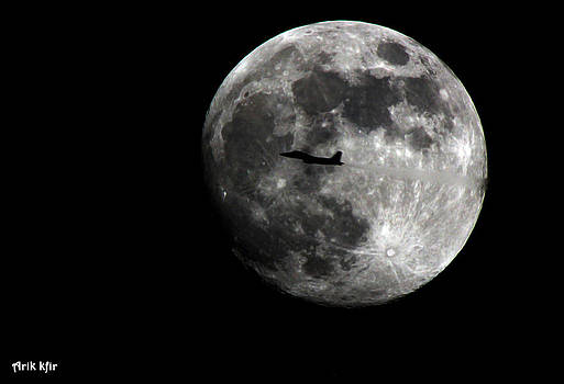 Flying to the moon by Arik Kfir