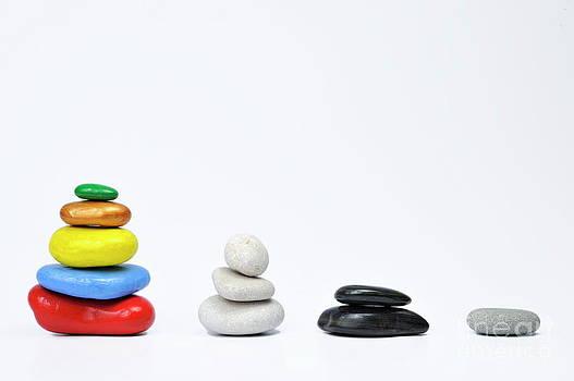 Sami Sarkis - Four growing stacks of multi-colored pebbles