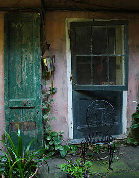 French Quarter Courtyard by Gary  Taylor