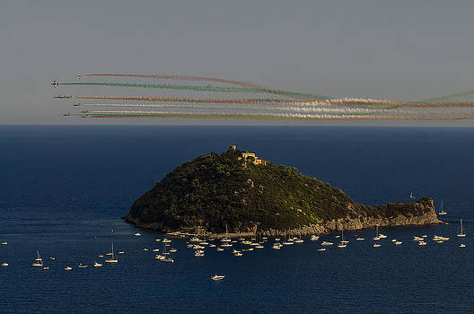 Enrico Pelos - GALLINARA ISLAND and colored air show