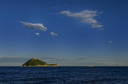 Enrico Pelos - GALLINARA ISLAND with cruis eliner and clouds